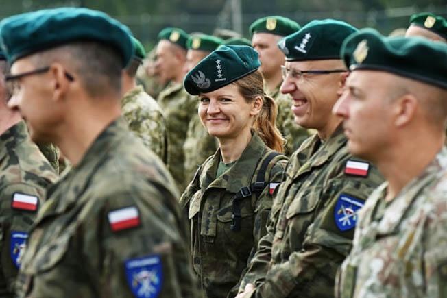 Среди польских современных амазонок ни одна не обладает статусом генерала.