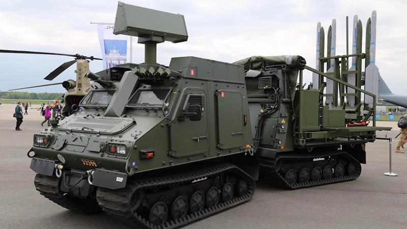 Главными фаворитами для принятия на вооружение в качестве ЗРС прикрытия сухопутных войск считались ЗРК IRIS-T SL/SLS.