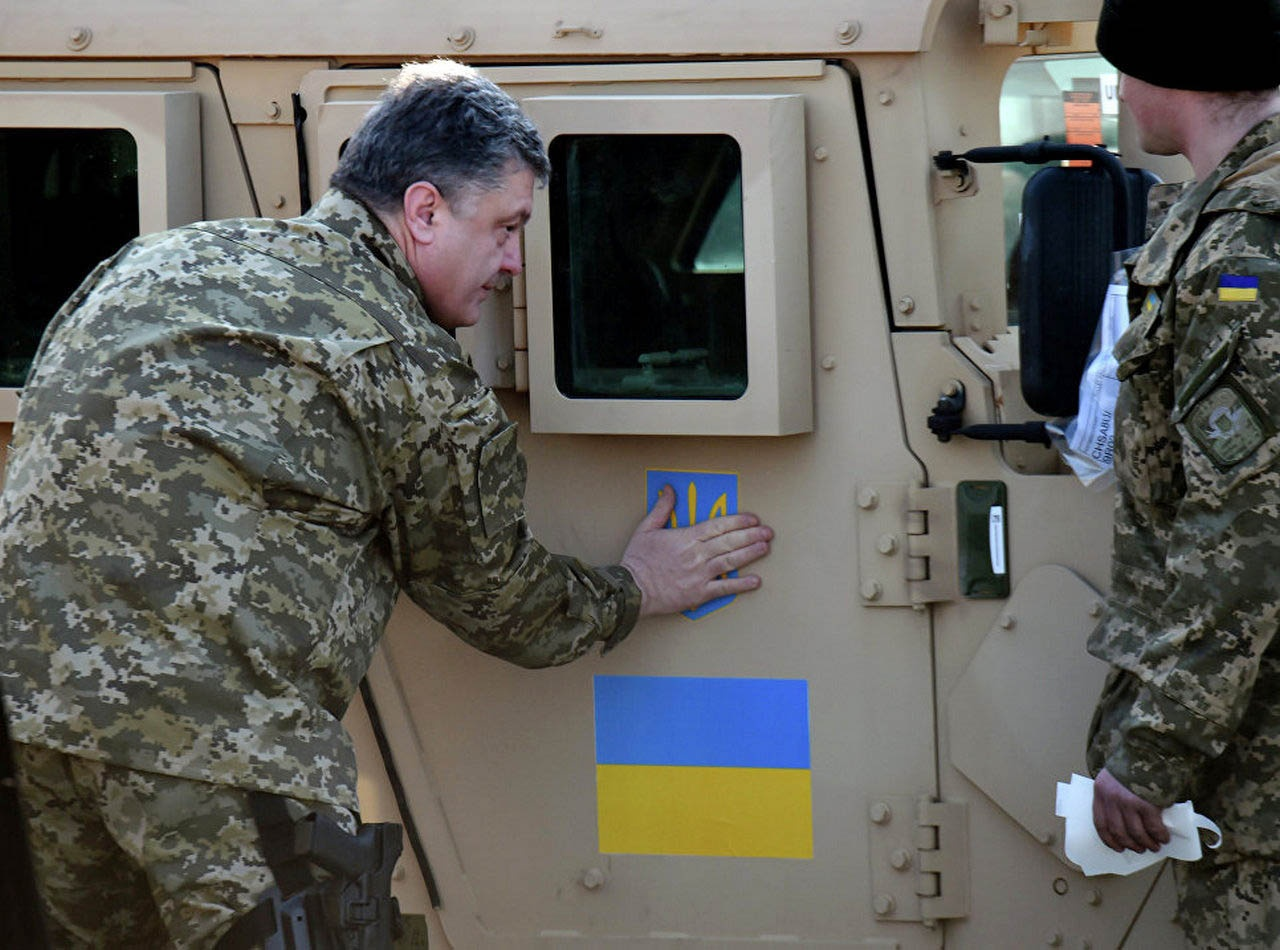 Пётр Порошенко также активно обсуждал с американцами вопросы о закупке вооружения. И часть озвученных сделок даже состоялась.