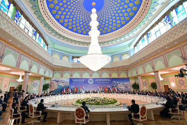 Шанхайская организация сотрудничества — постоянно действующая межправительственная международная организация, основанная лидерами Казахстана, Китая, Киргизии, России, Таджикистана и Узбекистана.