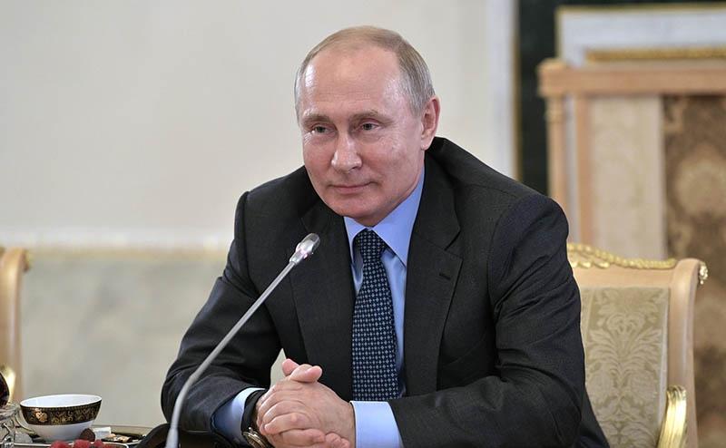 Пока, по мнению президента России, экс-шоумен не проявил свои политические качестве: одно дело - быть хорошим актёром, другое — руководителем государства.