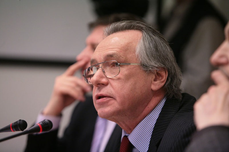 Алексей Подберёзкин, доктор исторических наук, профессор МГИМО:я не думаю, что Россия сможет обеспечить Сербию какими-либо гарантиями.