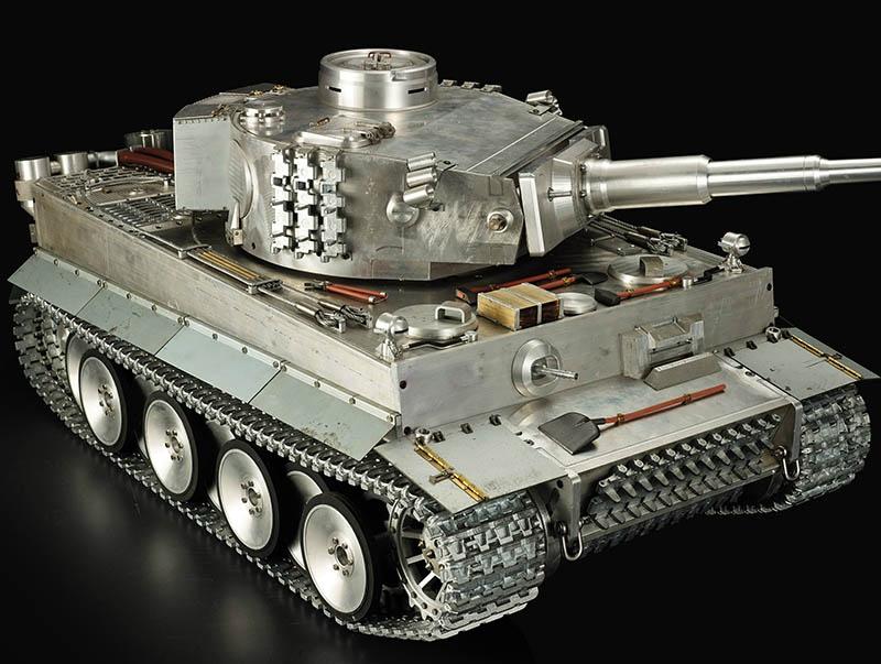Всё, что получалось у китайцев, подозрительно напоминало немецкие танки «Тигр» или американские F-16.