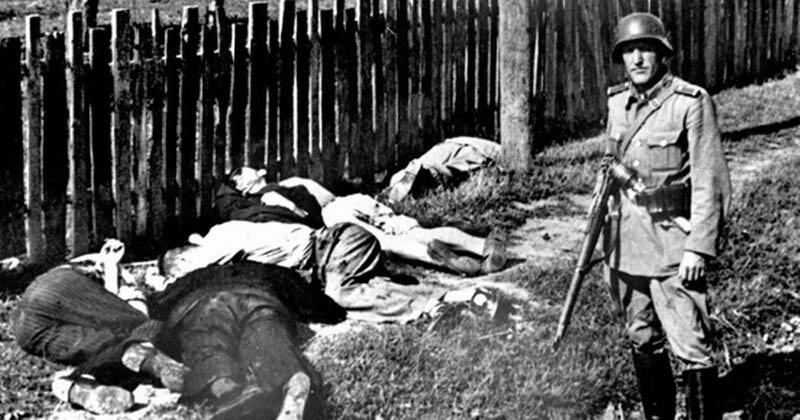 История повторяется? «Знамя Гитлера», выроненное бесноватым в апреле 1945 года и знаменующее собой «Поход на Восток», опять в «надёжных руках».