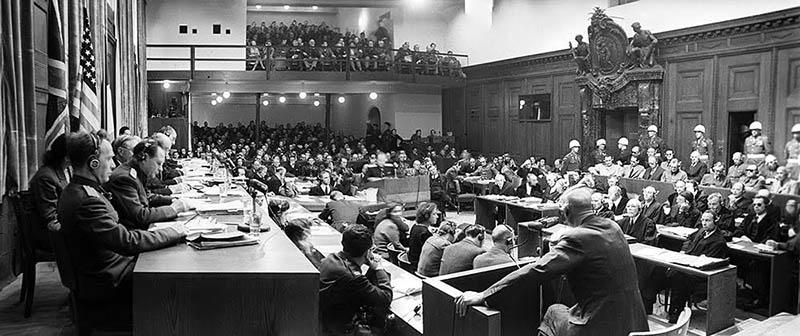 Нюрнбергский процесс - международный судебный процесс над бывшими руководителями гитлеровской Германии - проходил с 20 ноября 1945 по 1 октября 1946 года.