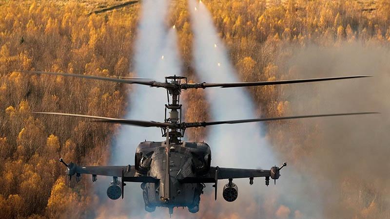 Ка-52 «Аллигатор», код НАТО «Hokum-B», - это разведывательно-ударный вертолёт.