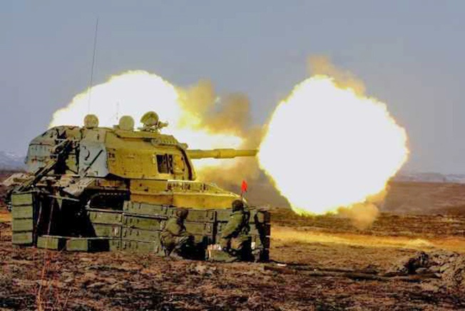 У «МСТА-С» орудие 2С19 работает с управляемым снарядом «Краснополь».