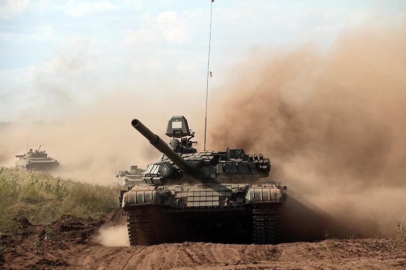 Танковая колонна на марше.