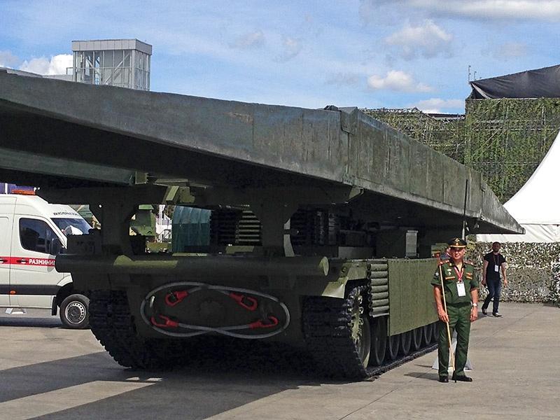 Новейший танковый мостоукладчик МТУ-2020.