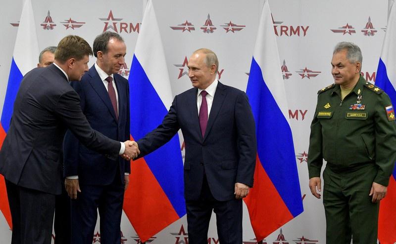 На церемонии с участием президента России Владимира Путина состоялась передача восьми госконтрактов.