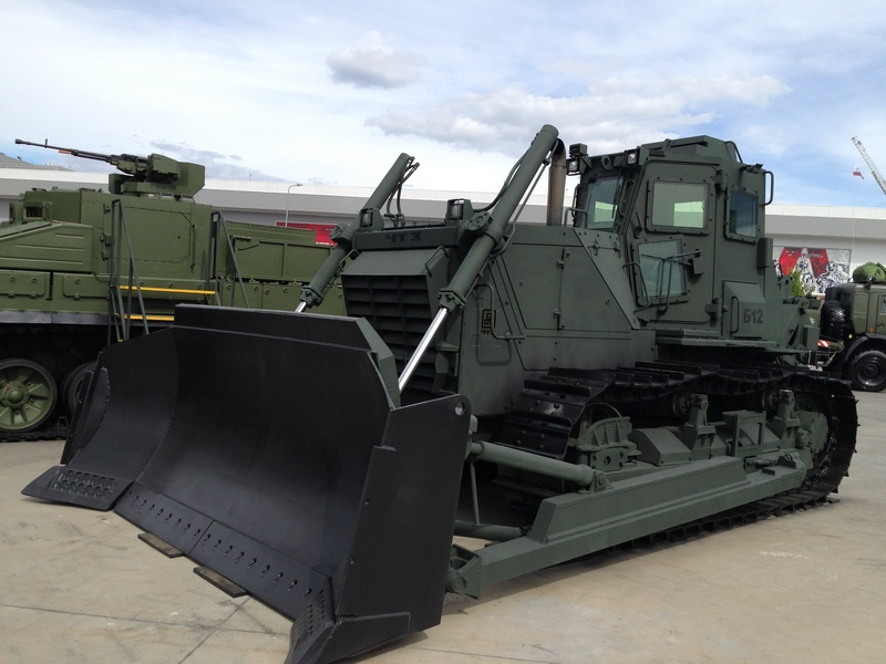 Новинка для наших инженерных войск - бронированный бульдозер Б-12М2.