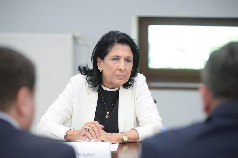 Соломе Зурабишвили в разгар событий у парламента назвала Россию врагом.