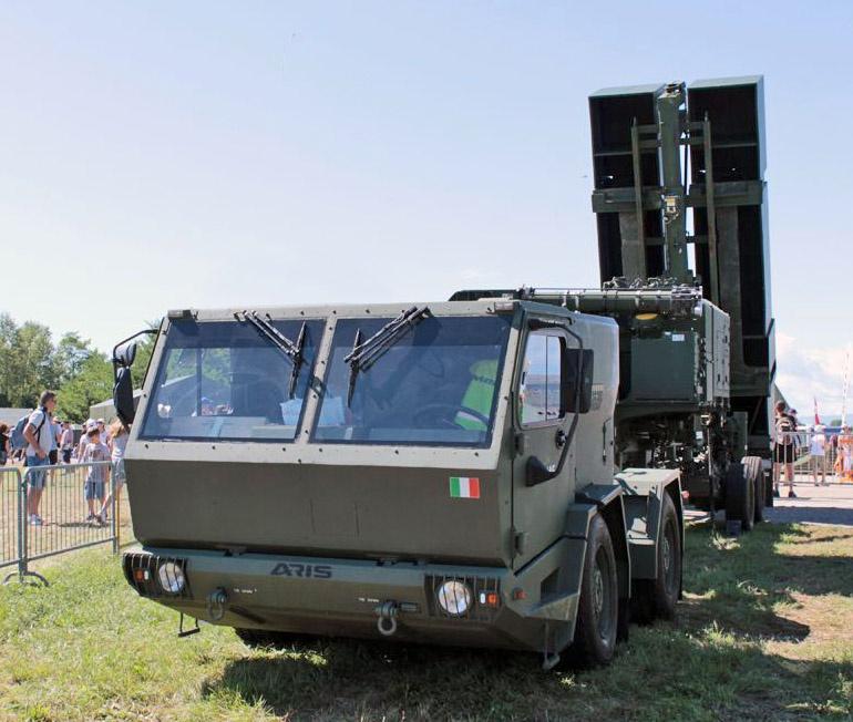 Малогабаритный тягач ARIS AGC170.