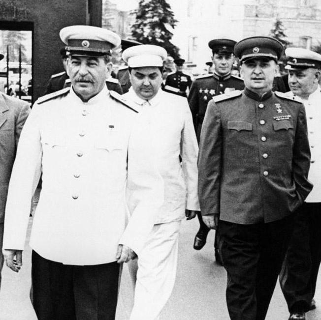 Сталин, выслушав Берию, напомнил собеседнику, что «нет таких крепостей, которые не могли бы взять большевики».