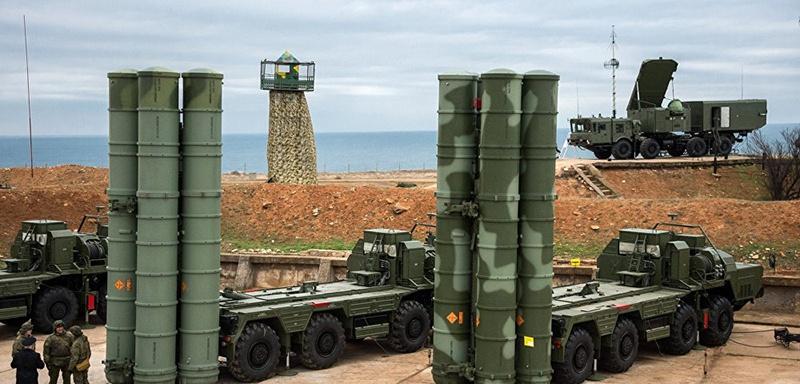 Система ПВО С-400 развернута в Севастополе.