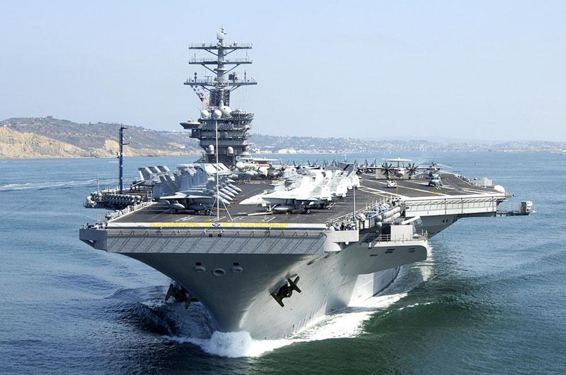 Во время землетрясения 2010 года у берегов Гаити были замечены американские авианосцы.