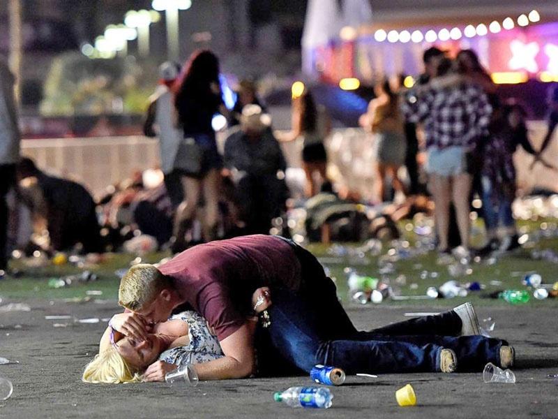 В октябре 2017 года Стивен Пэддок в Лас-Вегасе открыл огонь по посетителям музыкального фестиваля, убив 59 человек и ранив более 500.