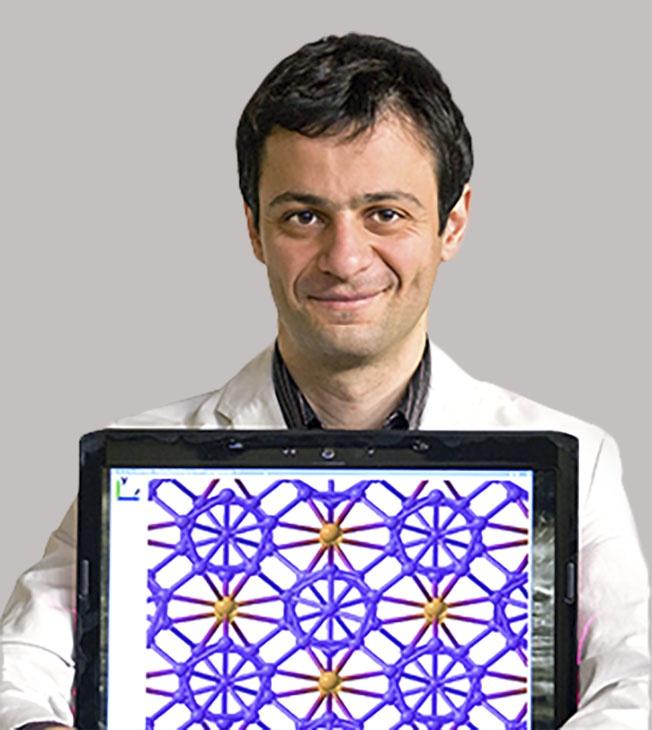 Профессор Артём Оганов.