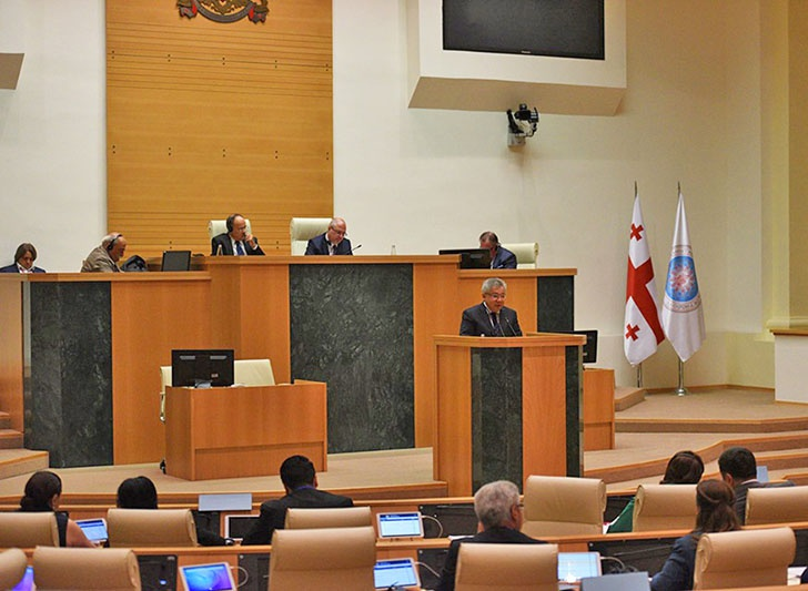 Депутат Госдумы Сергей Гаврилов в кресле спикера на генеральной ассамблее Межпарламентской Ассамблеи Православия.