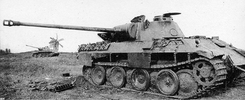 Брошенные под Прохоровкой немецкие танки Pz.Kpfw.V «Пантера».