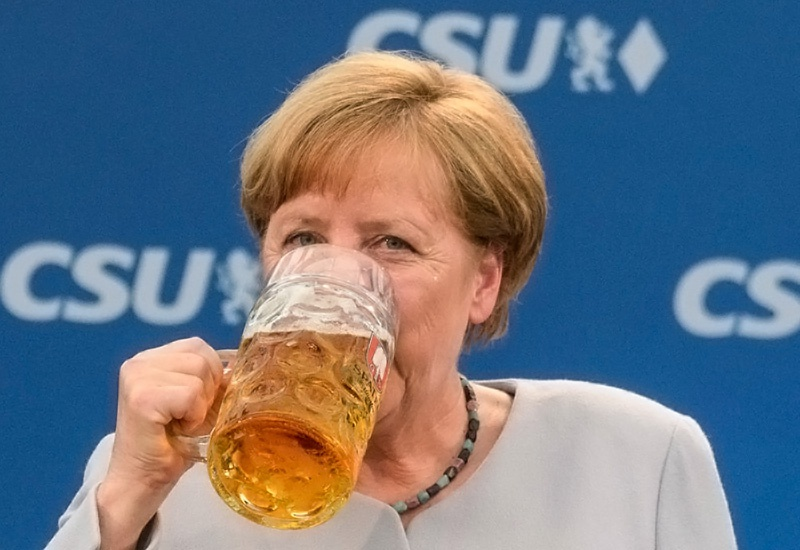 Из напитков Ангела Меркель предпочитает пиво.