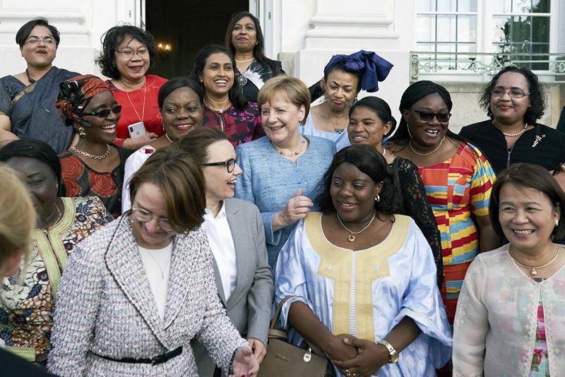 Меркель летом 2015 года открыла Германию для беженцев.
