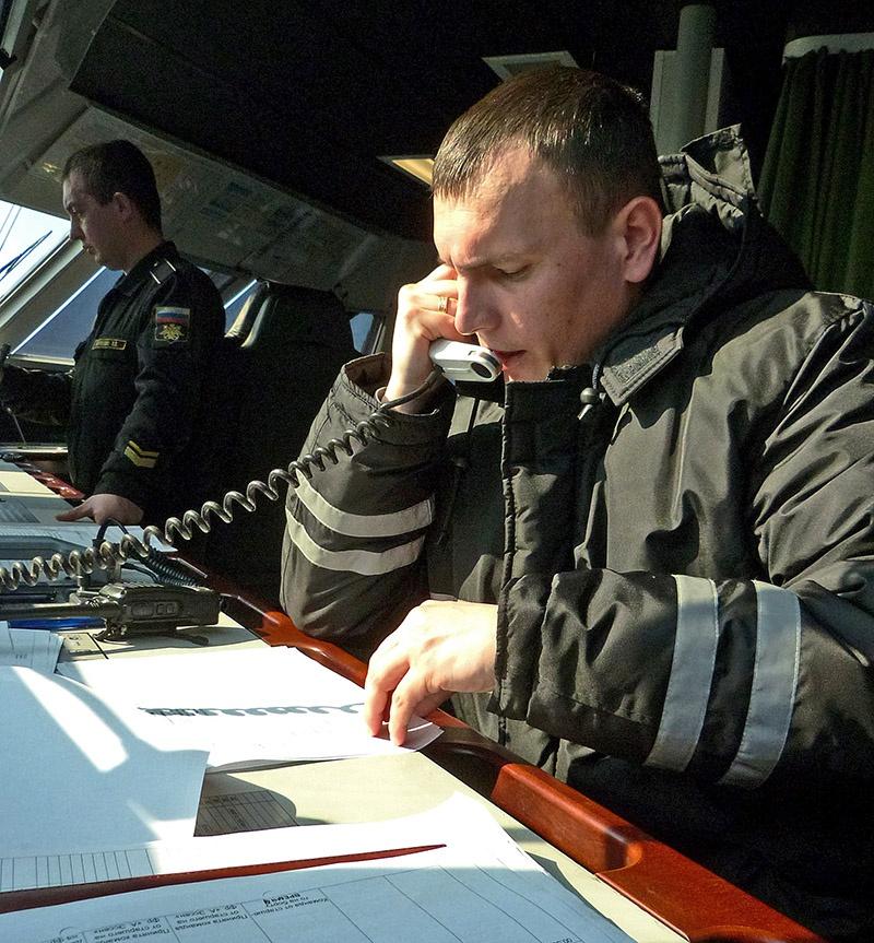 Помощник командира корабля Вадим Петренко.
