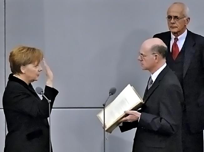 В 2005-ом Меркель стала немецким канцлером.