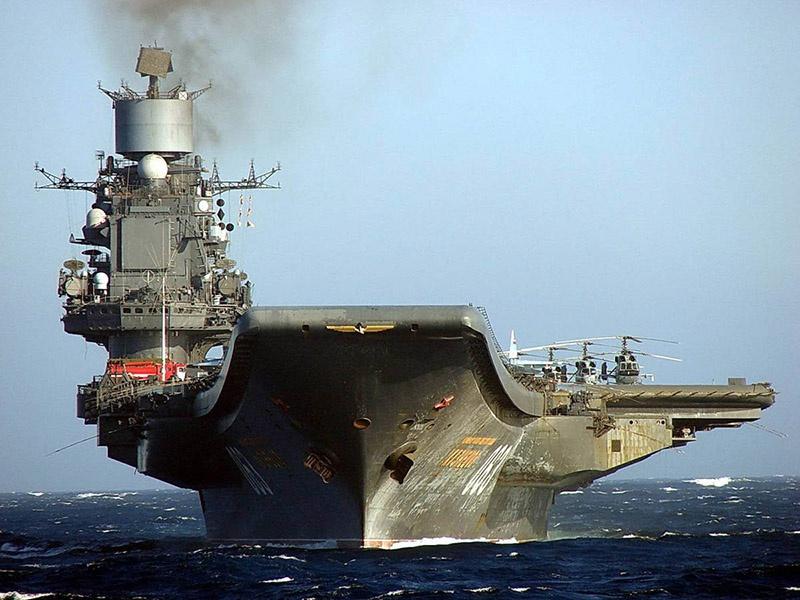 Авианесущий крейсер «Адмирал Кузнецов» у берегов Сирии.
