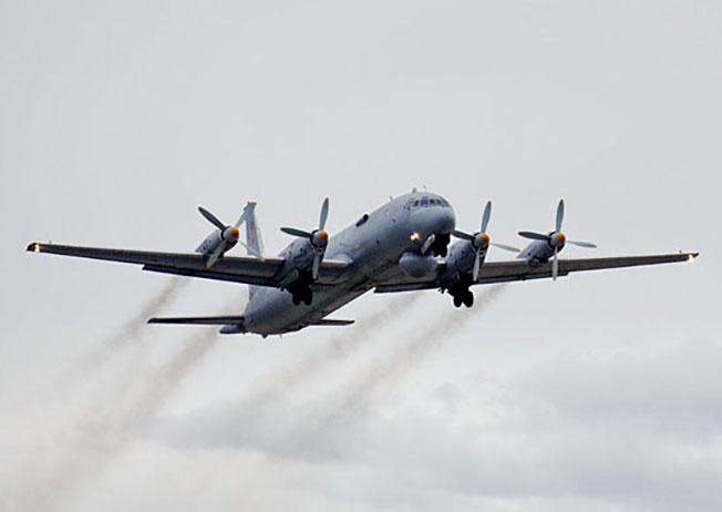 Противолодочный самолёт морской авиации Ил-38.