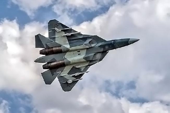 Ракетная загрузка Су-57.