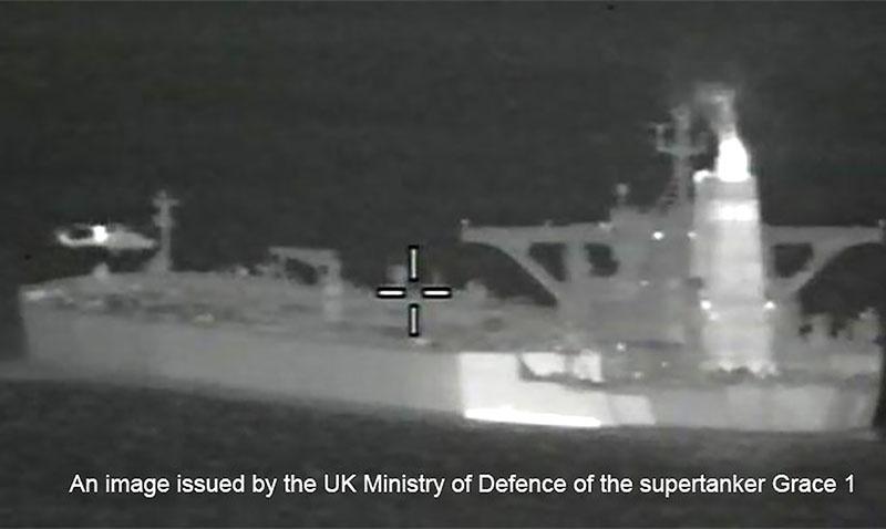 Британские морпехи захватывают танкер Grace 1, перевозивший иранскую нефть в Сирию.