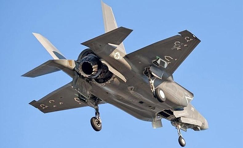 F-35 - американский палубный истребитель укороченного взлета и посадки.