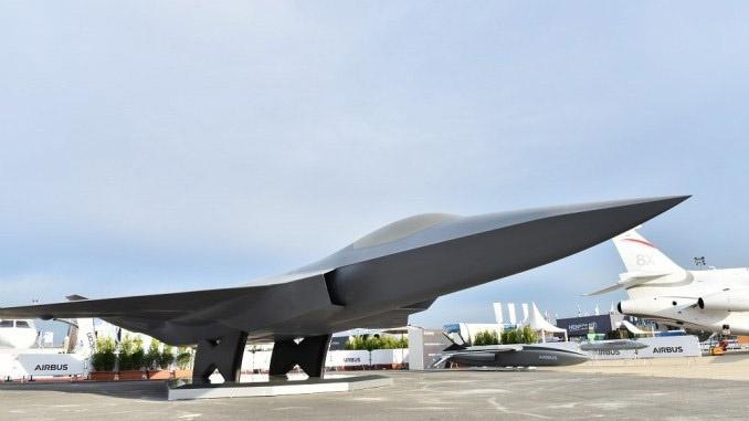 Концерны Airbus Defence and Space и Dassault Aviation представили в форме макета новый европейский истребитель FCAS.
