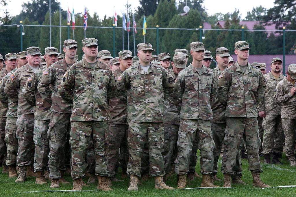 Американские военные на Яворовском полигоне подо Львовом.