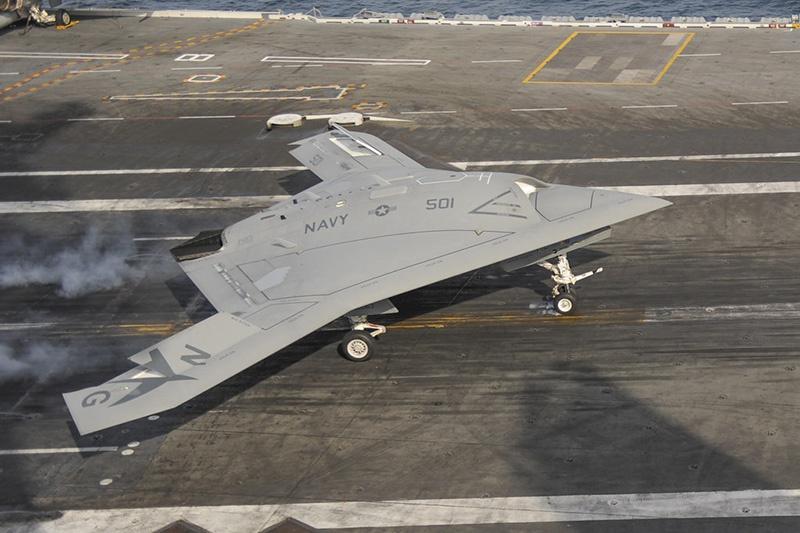 Палубный беспилотный бомбардировщик Northrop Grumman X-47B.