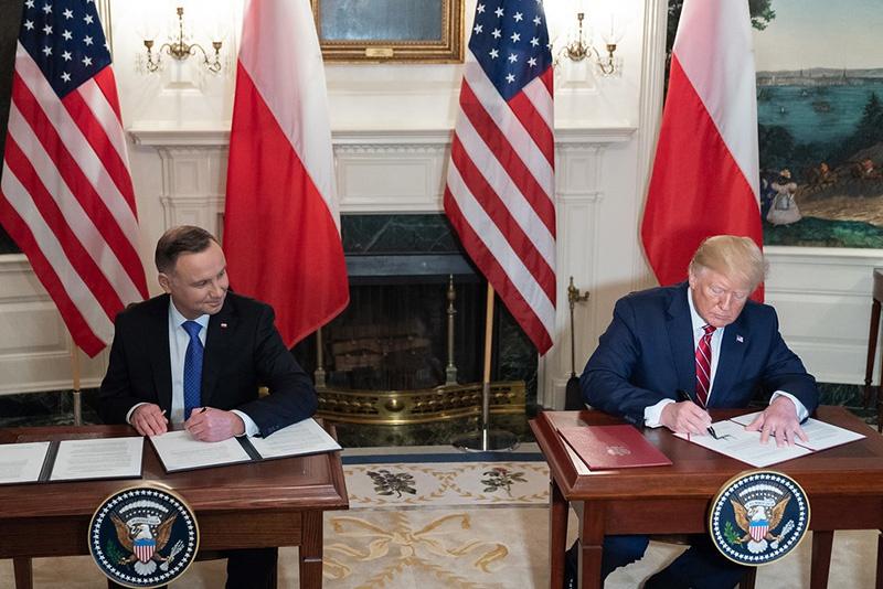 Президент Польши Анджей Дуда выступил с инициативой о строительстве гарнизона «Форт Трамп» для размещения американской танковой дивизии.