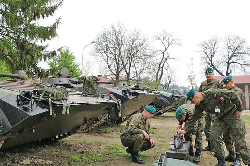 Учебные занятия по ПТУР «Малютка» с наводчиками-операторами БМП в 5-м горнострелковом батальоне 21-й горнострелковой бригады польской армии.