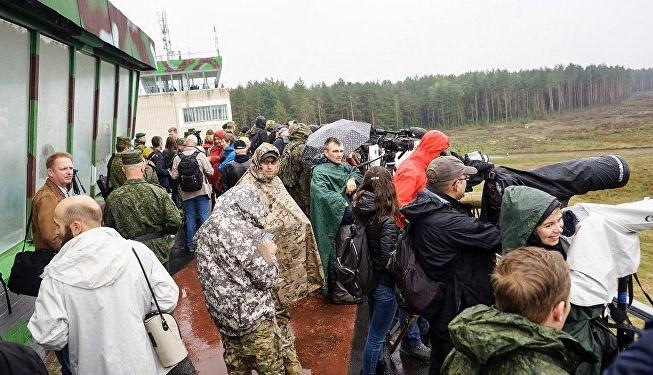 Журналисты из разных стран на военных учениях ВС РФ.