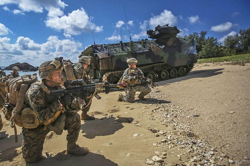Концепция «Скрытого вторжения» подразумевает проникновение на территорию противника одновременно на суше, в воздухе и в море.