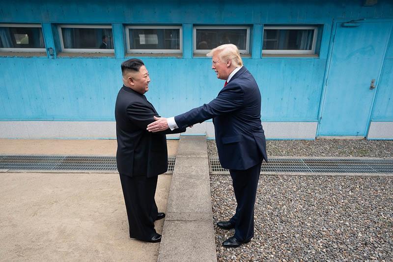 Прогулки Трампа с Ким Чен Ыном из одной Кореи в другую.