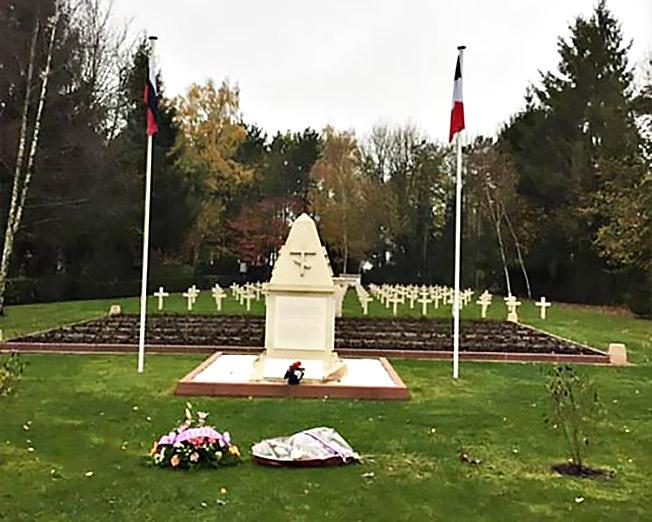 Один из памятников русским солдатам, погибшим во Франции в Первую мировую..