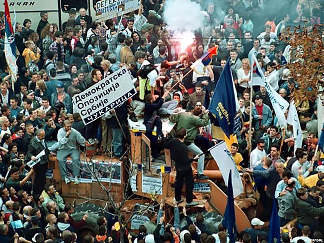 Белградский майдан в октябре 2000 года.