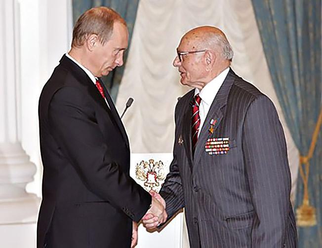 Героем Российской Федерации он стал в 2007 году, на своё девяностолетие.