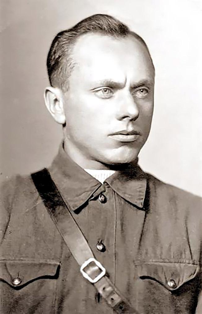 Осенью 1941 года Алексей Ботян был зачислен в ОМСБОН.