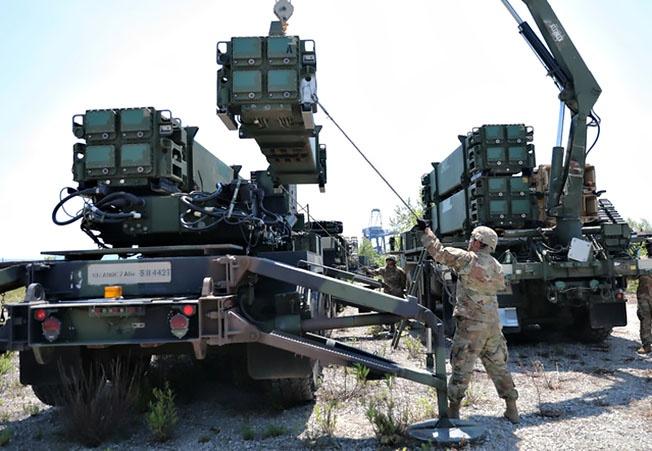 Стремясь сохранить контроль над небом союзников, Вашингтон крайне неохотно передаёт им противоракетные технологии.