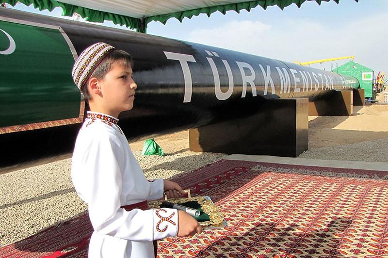 Ещё Туркменбаши согласился продавать России газ вплоть до 2028 года.