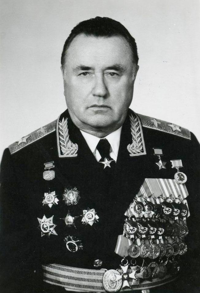 А своеобразным рекордсменом среди кавалеров ордена Красного Знамени стал маршал авиации И.И. Пстыго.