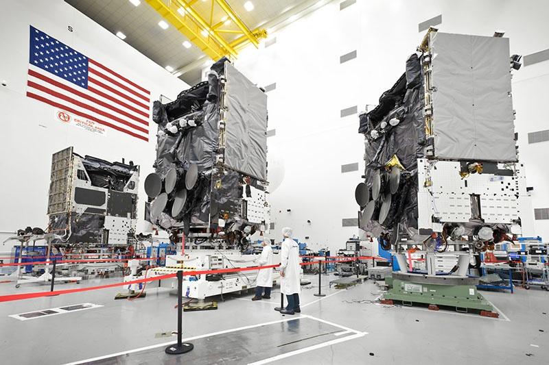 Широкополосная глобальная система спутниковой связи WGS (Wideband Global SATCOM system) должна заменить устаревшую оборонную систему спутниковой связи DSCS.