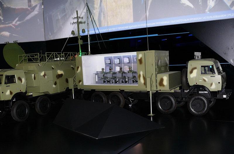 Первый российский комплекс радиоэлектронного подавления спутниковой связи «Тирада-2С» успешно прошёл испытания.